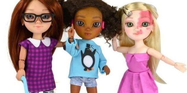 Em resposta à campanha nas redes sociais, marca britânica cria linha de bonecas com