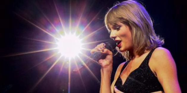 Fã interrompe jantar romântico de Taylor Swift e tira uma foto