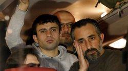 Contra imigrantes, político alemão 'descarrega' ônibus com sírios em frente a casa de