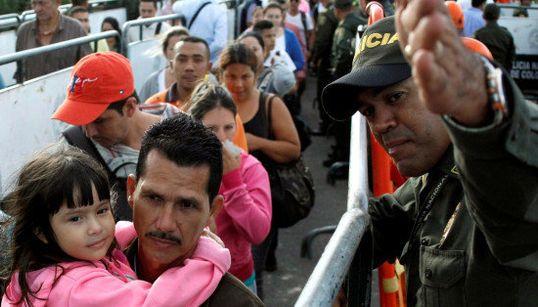 FOTOS: Mais de 100 mil venezuelanos vão à Colômbia em busca de remédios e