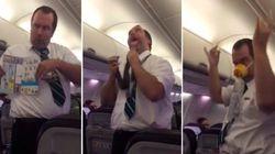 ASSISTA: Passageiros caem no riso com demonstrações divertidas de