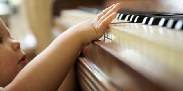 Quer criar uma criança mais focada e calma? Troque a música infantil pela