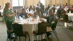Após cancelar casamento, noiva oferece jantar para 90