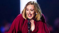 PO-DE-RO-SA! Adele é a cantora mais rica do Reino