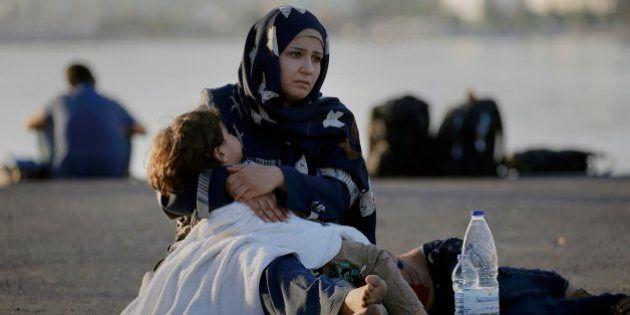 Itália resgata 320 imigrantes no Mar Mediterrâneo: ao menos 40