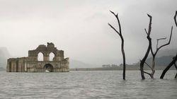 Seca em reservatório revela igreja de 450 anos de idade no