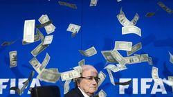 Suspenso e banido do futebol, Joseph Blatter segue recebendo salário na
