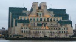 25 anos após perseguir gays, serviço secreto inglês é a melhor empresa para