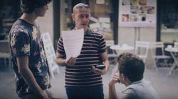 ASSISTA: Você leria mensagens homofóbicas a um casal