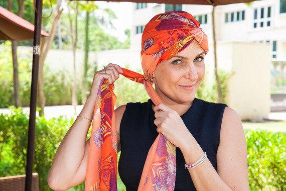 Aprenda uma linda amarração de lenço para inovar o