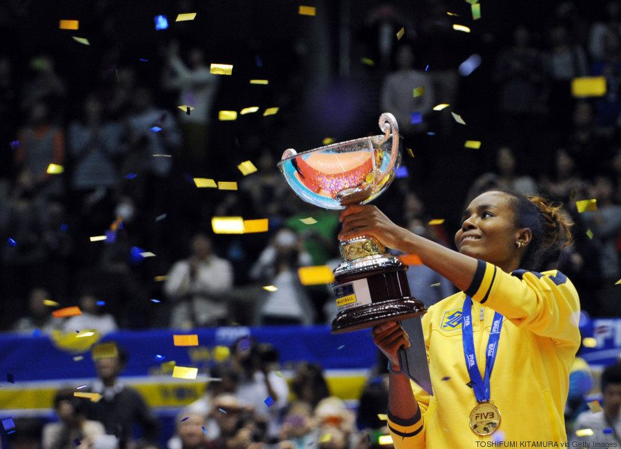 Capitã, bicampeã olímpica e exemplo de luta contra o racismo: Fabiana é gigante - e não só no