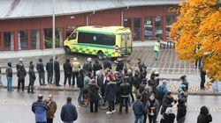 Homem armado com espada deixa mortos e feridos em escola na
