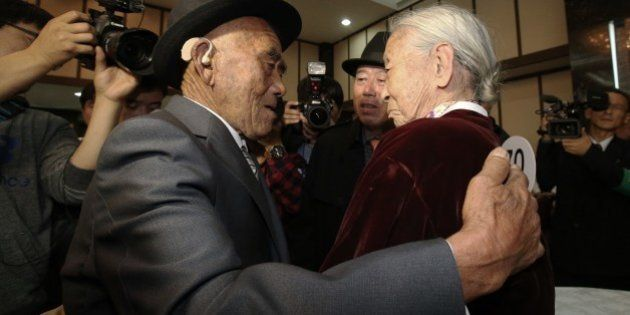 EMOÇÃO: Após 60 anos, casal se reencontra na Coreia do