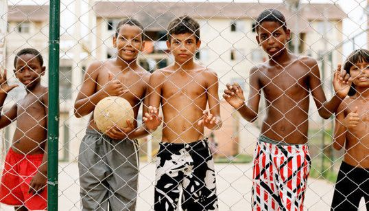 FOTOS: 'Favela Olímpica', os retratos das vítimas de uma cidade nada