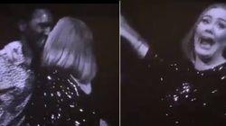 ASSISTA: Adele dá 'selinho' em fã por acidente e leva público à