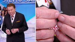 ASSISTA: Silvio Santos perde a lente durante programa e tem a MELHOR