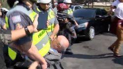 'Desobediência': Suplicy deita no chão para impedir reintegração e é