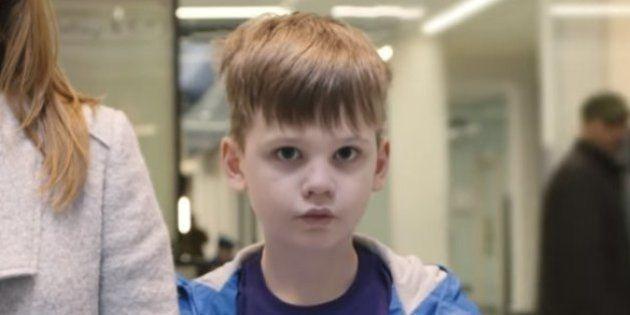 Para uma criança autista, um passeio no shopping center pode ser desesperador