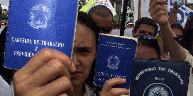 Brasil fechou 95.602 vagas formais de emprego em