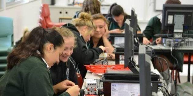 Projeto com robôs na Austrália atrai meninas para carreiras