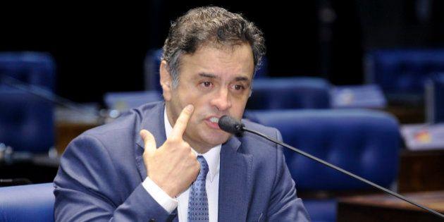 Plenário do Senado Federal durante sessão deliberativa ordinária.Em aparte, senador Aécio Neves (PSDB-MG)....