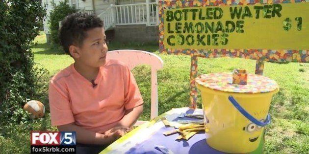 Este garoto de 9 anos vende limonada e cookies para bancar a própria