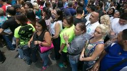 Oposição na Venezuela coleta assinaturas para tirar Maduro da