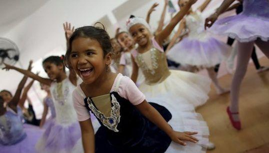 Esperança! Projeto oferece aulas de balé para crianças na Cracolândia em