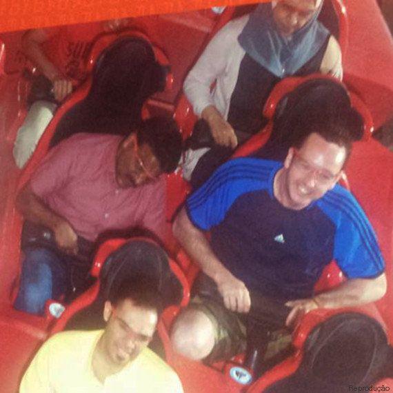 Homem leva taxista para visitar parque temático da Ferrari e fotos