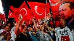 Turquia fecha veículos de comunicação e demite militares após tentativa de