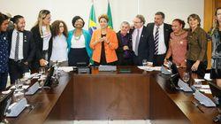 Progresso! Dilma assina decreto que permite servidores trans usarem o nome social no