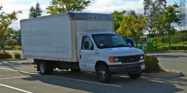 Funcionário do Google mora em um caminhão estacionado na empresa para poupar 90% de seu salário e pagar...