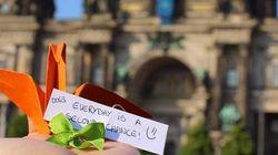 Esta brasileira está espalhando mensagens de paz pelo