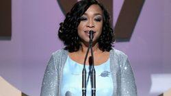 'Eu mereço isto', diz Shonda Rhimes ao vencer prêmio especial pela carreira na