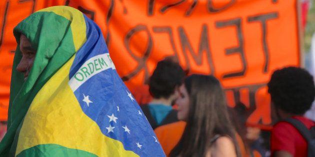 Nem tentativa de chamar gringos avança e protestos