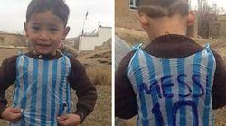 Encontraram o menino que criou uma camisa do Messi com sacola