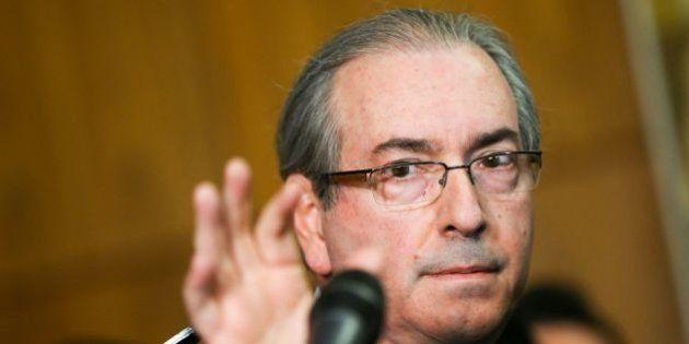 Quase um mês após renúncia, Cunha entrega as chaves da residência