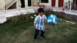 Fã de Messi que virou sensação na Internet foge do Afeganistão por medo de