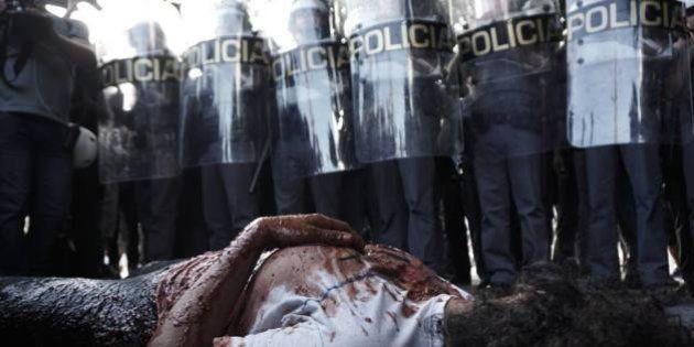 Violência policial e superlotação das prisões no Brasil são criticadas em novo relatório da HRW