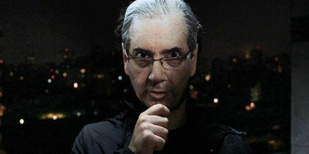 Site cria máscaras de políticos do Brasil para o Dia das