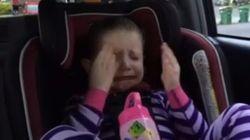 ASSISTA: Garotinha cai no choro ao saber que Obama não será mais