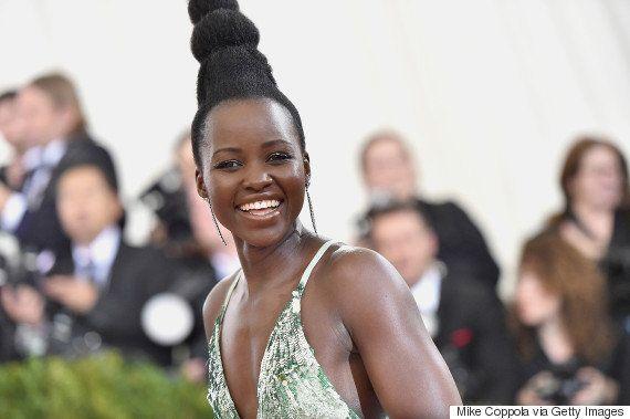 Após ter seu penteado comparado com Audrey Hepburn, Lupita Nyong'o responde à revista Vogue em seu