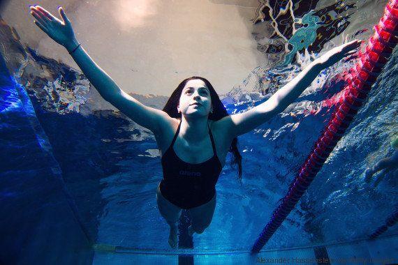 Yusra Mardini, a refugiada que fugiu da Síria nadando. E agora vai nadar na Rio