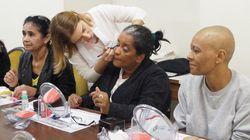 Como oficinas de maquiagem estão devolvendo autoestima de mulheres com