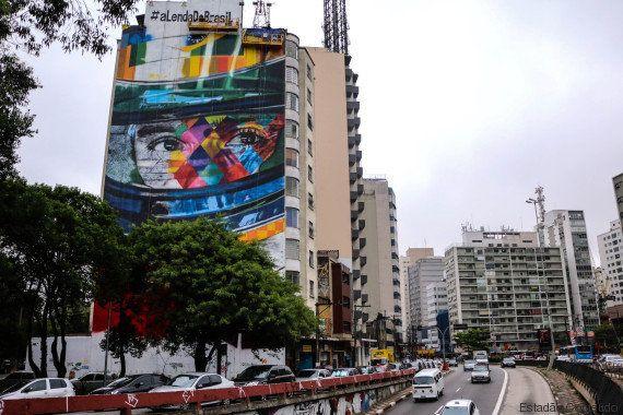 Ayrton Senna vira grafite gigante na esquina da Avenida Paulista com a