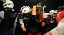 Puxão de cabelo e ofensas: PM usa truculência contra mulheres durante protesto no