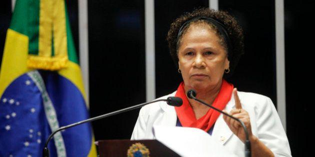 'A humanidade está cheia de golpes travestidos de atos democráticos', diz senadora