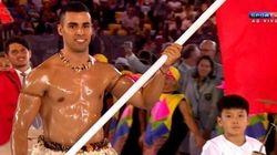 'Muso' de Tonga fala sobre cerimônia: 'Foi divertido e mais brilhante do que meu óleo de