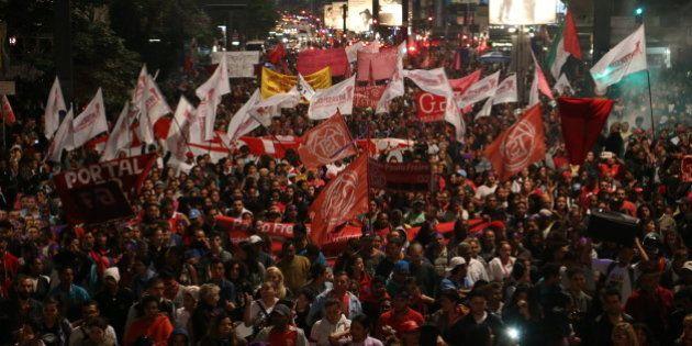 Na Av. Paulista, 35 mil protestam contra governo Temer e impeachment de Dilma