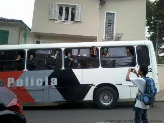 Ocupações são encerradas sem decisão judicial e Polícia Militar leva estudantes para
